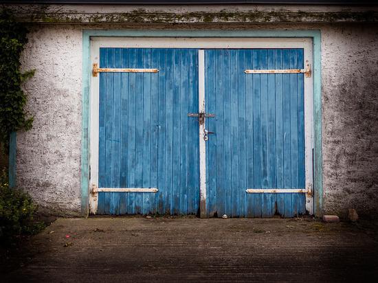 Житель Бурятии самовольно переделал деревянный дом в гараж