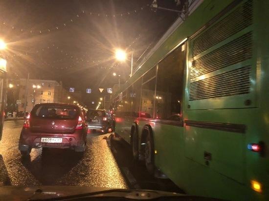 В Твери на центральном перекрестке в час-пик выключился светофор