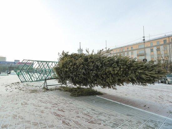 На площади Советов в Улан-Удэ начали строить ледовый городок