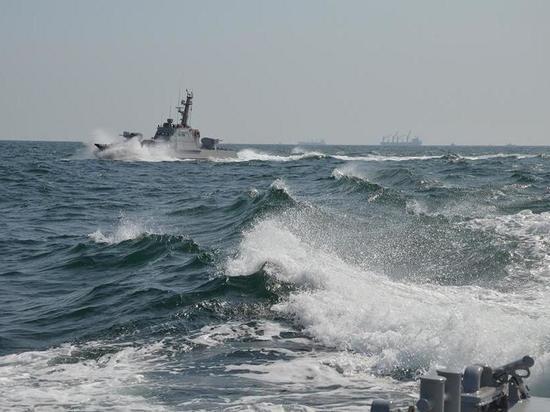 Украинским кораблям разрешили открывать огонь на поражение
