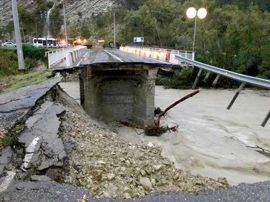 В Сочи вновь обрушился мост через реку Чахцуцыр, движение здесь перекрыто