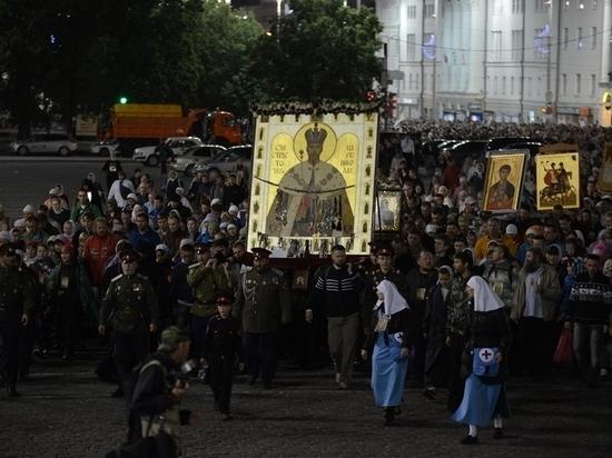 Сотрудники ГИБДД сопроводят крестных ход в Екатеринбурге