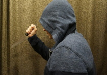 Разъяренный хозяин квартиры порезал ножом своих гостей в Калужской области