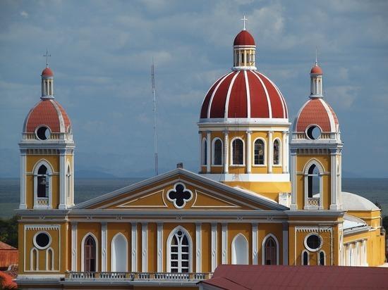 Россиянка в Никарагуа облила кислотой священника