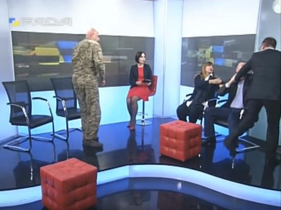 Причиной ссоры стало обсуждение военного положения на Украине