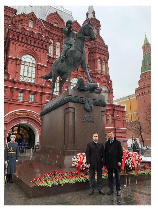 Глава Серпухова возложил цветы к Могиле Неизвестного Солдата