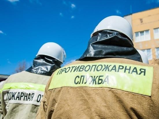 «Мазда» сгорела в гараже на западе Волгограда