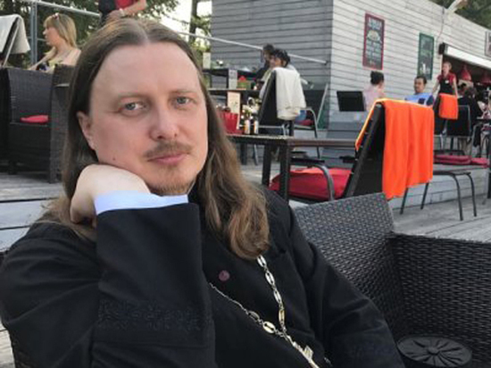 Тверской священник вызвал возмущение всего Instagram дорогущими ботинками