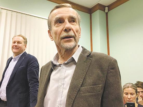Суд оставил под арестом Льва Пономарева: его защищал Генри Резник