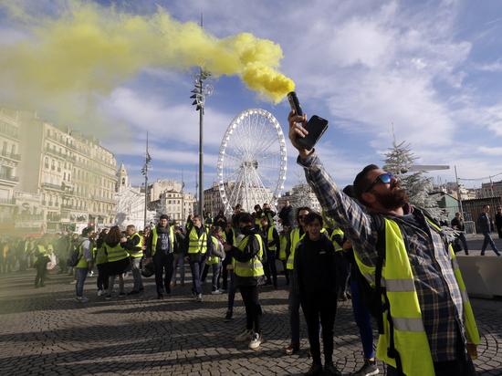 Протесты во Франции связали с проблемами студентов из России