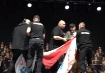 Проукраинские активисты ворвались на концерт ансамбля песни и пляски Российской армии имени...