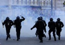 «Желтым жилетам» власти Франции ответили кнутом и пряником