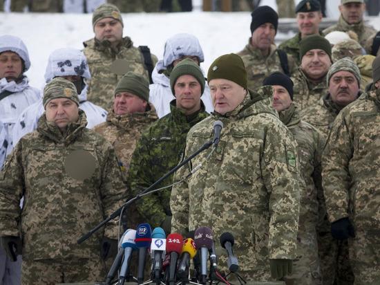 Политолог объяснил, зачем Порошенко позирует на фоне фашистской символики