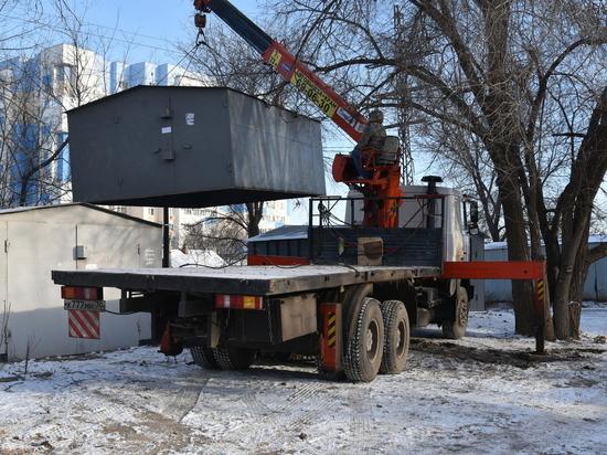 Администрация Астрахани продолжает демонтировать незаконно установленные гаражи