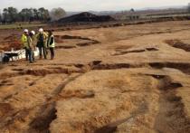 Археологи, работающие в окрестностях йоркширского города Поклингтон, обнаружили необычную могилу, в которой находился скелет с девятью торчащими из него копьями