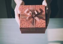 После запрета на подарки учителя заговорили об унижении