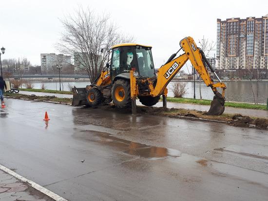В Астрахани газон уничтожили ради парковки
