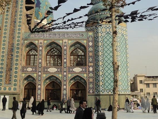 Геологи: Тегеран стремительно «уходит под землю»