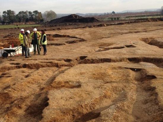 Захоронение «вампира», проткнутого копьями, раскопали в Великобритании