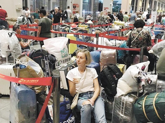 """Застрявшие в Китае российские туристы стали заложниками """"Жемчужной реки"""""""
