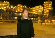 Медведев на Ямале осмотрел газовый завод «для завоевания Китая»