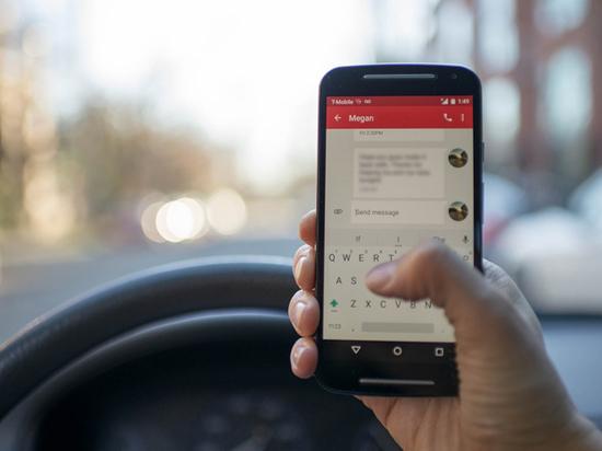 Умная система отучит водителей писать сообщения на скорости