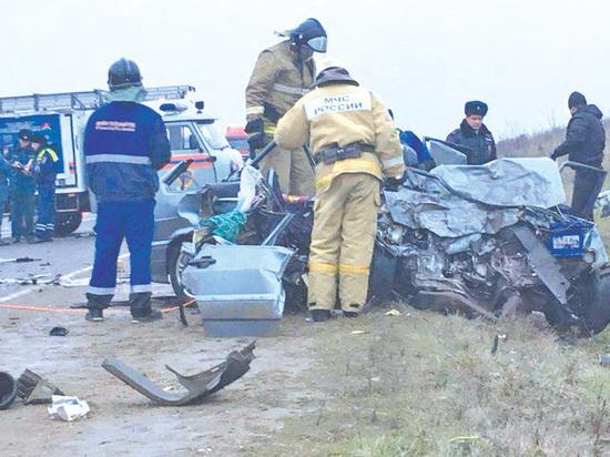 """6 человек погибли при столкновении """"Лады"""" и """"скорой"""" на Кубани"""