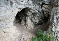 """Исследователи обнаружили в Денисовской пещере обработанный кусочек гематита, предположительно использовавшийся древними людьми """"в художественных целях"""""""
