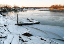 Рыбак не смог выбраться из-под льдины в Ульяновской области
