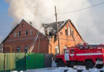 Пожар в омском коттедже тушили шесть часов – фото