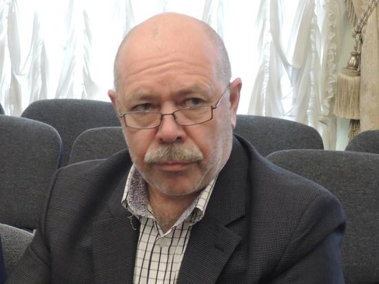 «Восемнадцатилетний» депутат получил «коммунальную» грамоту
