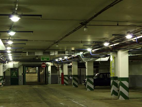 На подземной парковке в Москве задохнулись двое мужчин