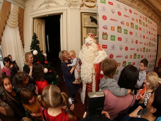 В Нижнем Новгороде Дед Мороз сыграл в футбол и встал на лыжи