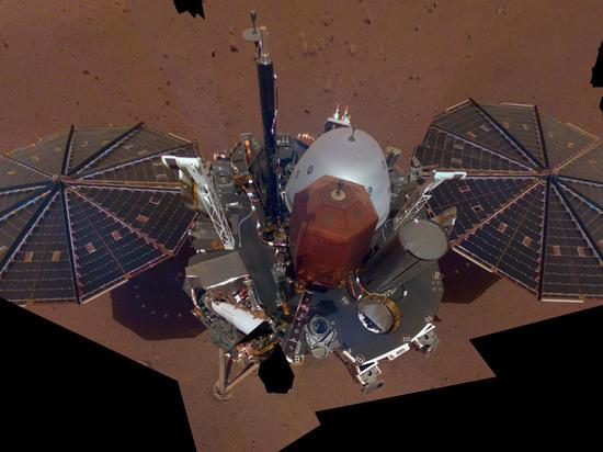 Зонд InSight прислал с Марса первое селфи