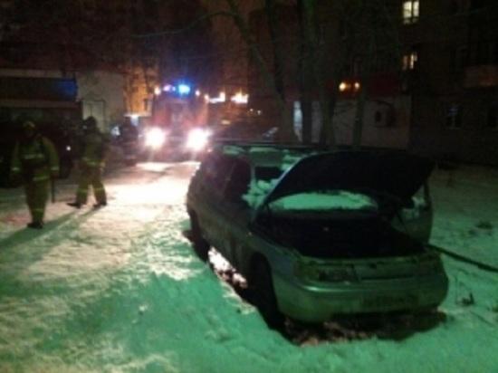 Вспыхнул как спичка: в Рыбинске утром сгорел автомобиль