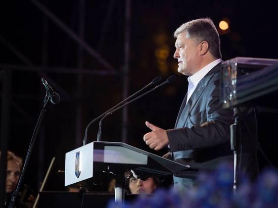 """Порошенко пообещал решительный ответ перешедшей """"красную линию"""" России"""