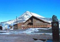 В минувший вторник двое наёмных работников, занимавшихся пожарной охраной на полярной станции Мак-Мердо в Антарктике, погибли по пока не установленной причине