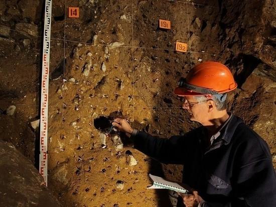 Карандаш первобытных художников нашли в алтайской пещере