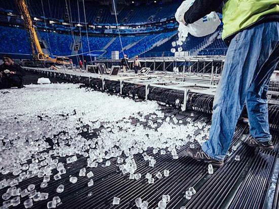 Хоккей на футбольном стадионе: чего нам ждать от матча СКА - ЦСКА