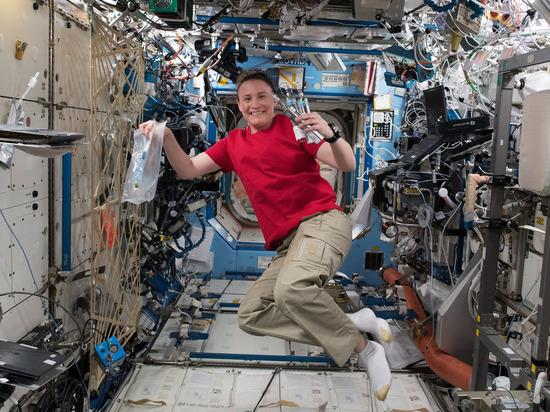 У астронавта NASA в космосе образовался тромб, ей посоветовали молиться
