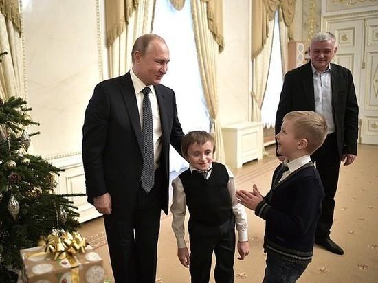 Мальчик рассказал об «обалденном» полете на вертолете с Путиным