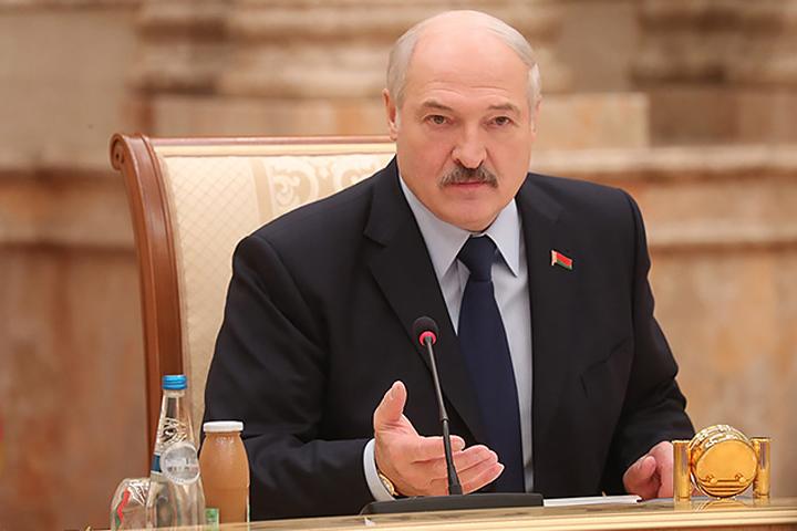 СМИ: на секретном совещании у Лукашенко постановили стоять за независимость