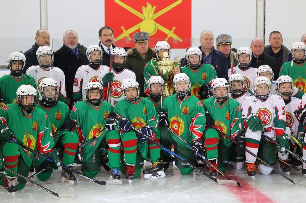 Члены Общественного совета при Минобороны посетили Казанское Суворовское училище