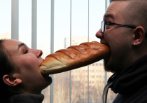 Украинцы стали тратить половину доходов на еду, россияне – треть