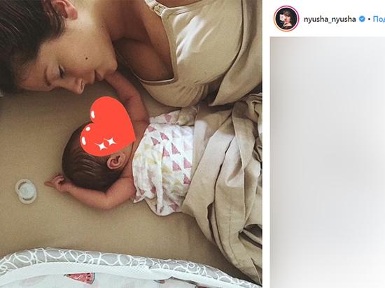 Нюша показала дочь: певица рассказала, что кормит малышку грудью
