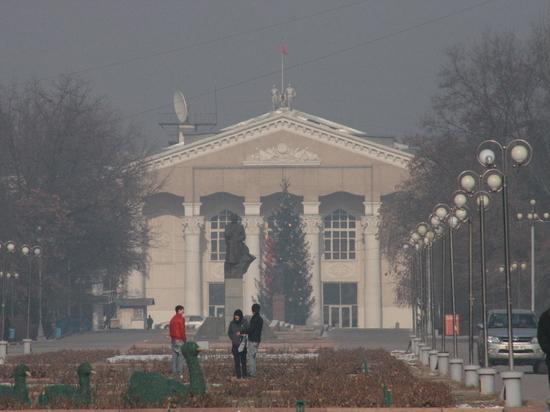 Закрыть бани, ходить пешком: Власти Бишкека предлагают меры против вредоносного смога