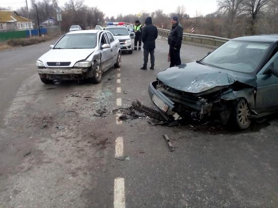 В Астраханской области в лобовом столкновении пострадали три человека
