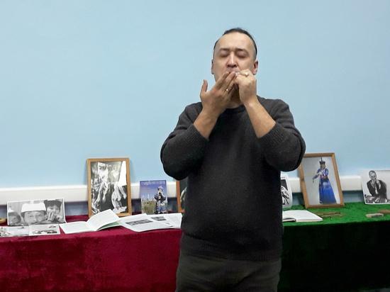 Тувинские музыканты инициировали акцию «100 молодых хомусистов»