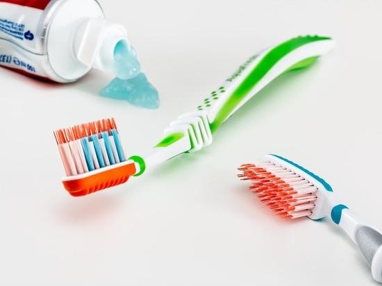 Школьница проглотила зубную щетку, поскользнувшись в ванной