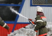 В Кемерове из горевшего на Ленинградском дома эвакуировались двадцать человек